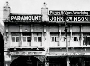 Exterior of the Paramount Theatre building, Wellington (Alexander Turnbull Library, 1/2-139949-F